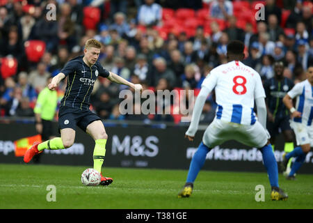 London, UK. 06th Apr, 2019. Kevin De Bruyne of Manchester City in action. The Emirates FA Cup, semi-final match, Manchester City v Brighton & Hove Albion at Wembley Stadium in London on Saturday 6th April 2019.  this image may only be used for Editorial purposes. Editorial use only, license required for commercial use. No use in betting, games or a single club/league/player publications . Credit: Andrew Orchard sports photography/Alamy Live News - Stock Photo