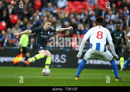 London, UK. 06th Apr, 2019. Kevin De Bruyne of Manchester City in action.The Emirates FA Cup, semi-final match, Manchester City v Brighton & Hove Albion at Wembley Stadium in London on Saturday 6th April 2019.  this image may only be used for Editorial purposes. Editorial use only, license required for commercial use. No use in betting, games or a single club/league/player publications . Credit: Andrew Orchard sports photography/Alamy Live News - Stock Photo