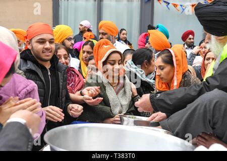 Glasgow, UK. 07th Apr, 2019.  Sikhs in Glasgow celebrating the festival of Vaisakhi (or Baisakhi) with a colourful Nagar Kirtan parade processing around the city's four Gurdwaras or Sikh temples. Credit: Kay Roxby/Alamy Live News - Stock Photo