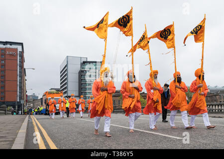 Glasgow, Scotland, UK. 7th April 2019. Sikhs in Glasgow celebrating the festival of Vaisakhi (or Baisakhi) with a colourful Nagar Kirtan parade aound the city's four Gurdwaras or Sikh temples. Credit: Kay Roxby/Alamy Live News - Stock Photo