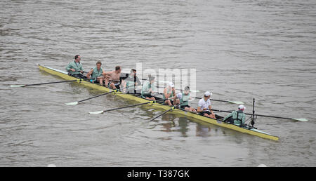 London, UK. 7th April, 2019. The annual Boat Race between Oxford and Cambridge University crews takes place on the 6.8 km River Thames Championship Course from Putney to Mortlake. Image: Cambridge Mens Blue Boat Crew: Dave Bell, James Cracknell, Grant Bitler, Dara Alizadeh, Callum Sullivan, Sam Hookway, Freddie Davidson, Natan Wegrzycki-Szymczyk (Stroke), Matthew Holland (Cox). Credit: Malcolm Park/Alamy Live News. - Stock Photo