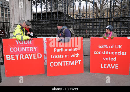 Brexit posters Brexiteer leave supporters demo outside the Houses of Parliament in Westminster, London England UK  4 April 2019  KATHY DEWITT - Stock Photo
