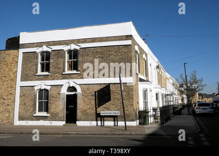 House on the corner of Hargwyne Street at the end of a row of terraced housing on Pulross Road in Brixton, South London SW9 England UK  KATHY DEWITT - Stock Photo