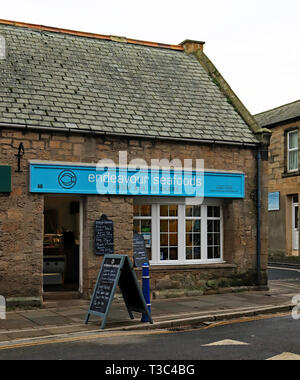 Endeavour seafoods shop Queen Street Amble Amble is a small town on the north east coast of Northumberland in North East England. Cw 6679. - Stock Photo