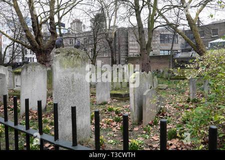 Gravestones in Bunhill Fields Cemetery on City Road in London EC1 England UK  KATHY DEWITT - Stock Photo