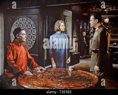 INN OF THE SIXTH HAPPINESS 1958 Twentieth Century Fox film with from left: Robert  Donat, Ingrid Bergman and Curt Jurgens - Stock Photo