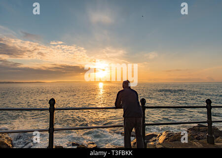 Penzance, Cornwall, UK. 9th Apr, 2019. UK Weather. It was mild and warm for the sunrise at Penzance this morning. Early morning clouds soon lifted. Credit: Simon Maycock/Alamy Live News - Stock Photo