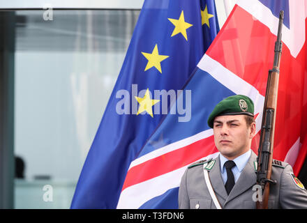 Berlin, Germany. 9th Apr, 2019. A German honor guard stands in front of the flag of EU (L) and the national flag of Britain at the German Chancellery in Berlin, capital of Germany, on April 9, 2019. British Prime Minister Theresa May visited Berlin on Tuesday to discuss a way out of the deadlock of the Brexit process with German Chancellor Angela Merkel. Credit: Shan Yuqi/Xinhua/Alamy Live News - Stock Photo