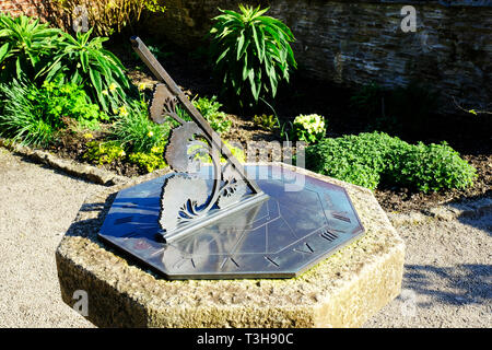 Close-up of a classic garden sundial - John Gollop - Stock Photo