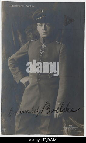 First Lieutenant Max Immelmann (1890-1916), an ink signature by Boelcke Sanke portrait postcard no. 363 with full name inscription 'Oswald Boelcke'. Unmailed. Rare autograph of Boelcke, next to Immelmann the most successful fighter pilot of the early war years. Until his death on 28th October 1916, he achieved a total of 40 air victories. Boelcke even trained Immelmann on the Fokker, albeit during one single flight. Only two days later, on 1st August 1915, Immelmann gained his first air victory with the second Fokker of the unit - an almost incre, Additional-Rights-Clearance-Info-Not-Available - Stock Photo