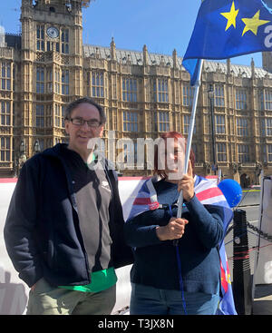 London, UK. 10th Apr, 2019. Dan Meskell and Pauline Adams protest before the British Parliament against Brexit. British Prime Minister May will meet with the heads of state and government of the 27 other EU member states in Brussels for a special EU summit on Brexit. (to dpa 'British Brexite opponents fear Mays resignation') Credit: Silvia Kusidlo/dpa/Alamy Live News - Stock Photo