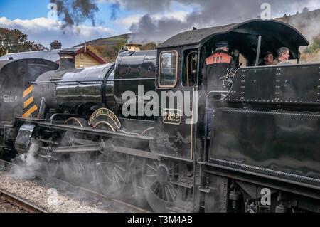 Steam train. Locomotive Foxcote Manor 7822 at Glyndyfrdwy station. Llangollen railway. - Stock Photo