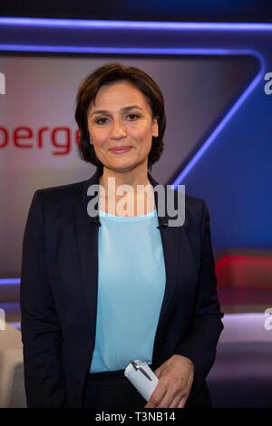 Sandra Maischberger in der ARD-Talkshow maischberger im WDR Studio BS 3. Köln, 10.04.2019 - Stock Photo