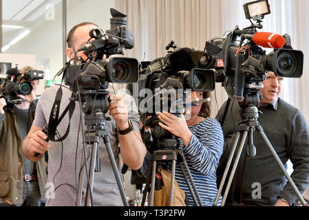 Potsdam, Germany. 11th Apr, 2019. Television teams film the press conference after the searches against a right-wing extremist network in Cottbus. After the large-scale raid against right-wing extremist networks in Brandenburg and other East German states, 16 people are suspected of having formed a criminal organization. Credit: Bernd Settnik/dpa-Zentralbild/dpa/Alamy Live News - Stock Photo