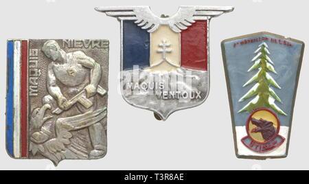 RESISTANCE ET FORCES FRANCAISES LIBRES, Lot de trois insignes métalliques Résistance, comprenant le 1er Bataillon FFI de l'Ain (B. Colin) en plastique peint, SNF, le Maquis Ventoux en aluminium peint (A. Augis 28 Mée St Barthélemy), le Maquis de la Nièvre en métal lourd peint (DP), attache non d'origine, anneaux coupés, Additional-Rights-Clearance-Info-Not-Available - Stock Photo