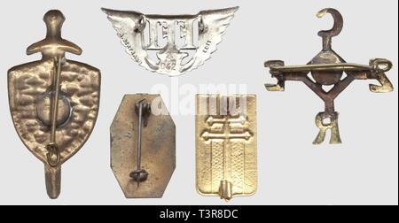 RESISTANCE ET FORCES FRANCAISES LIBRES, Lot de cinq insignes métalliques, comprenant le rare FFI de Vernon ('Vivre libres ou mourir') émaillé, poincon AB sur boléro, l'insigne du 1er modèle de l'amicale de la Demi-Brigade de Haute-Corrèze (HCOREZ), tout métal embouti, poincon AB sur boléro, l'insigne général FFI émaillé, matriculé 2042 (AB. Edit.) et deux insignes à croix de Lorraine émaillés, type 'France Libre' (Résistance ou Libération), SNF dont un sans attache, Additional-Rights-Clearance-Info-Not-Available - Stock Photo