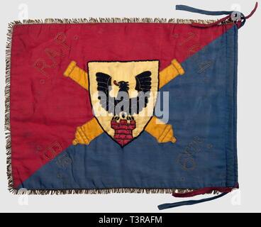 FANIONS ET DRAPEAUX, Fanion du 164ème Régiment d'Artillerie de Position, 6ème batterie. Fanion biface en tissu satiné rouge et bleu comportant au centre, un écu jaune avec une tour de couleur rouge surmontée d'un alérion noir symbolisant la Tarentaise, brochant sur deux canons entrecroisés oranges, la tour rappelant la spécialité 'forteresse' du régiment (Cf insigne 70ème BAF et ouvrage de St Antoine de la 14ème RM). '164 RAP, 6ème Bie' en fils d'or, franges dorées et lacets d'attache présents. Usure, petits accrocs et couleurs passées. Dimension, Additional-Rights-Clearance-Info-Not-Available - Stock Photo