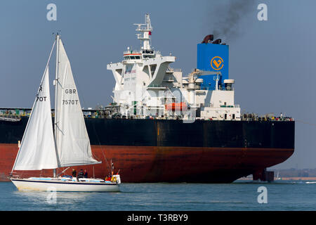 New Wisdom,registered,Chemical,Southampton,services,port,towing,Tanker,Oil,Refinery,Fawley,The Solent,fossil,global,change,warming,tow,assistance,Tug, - Stock Photo