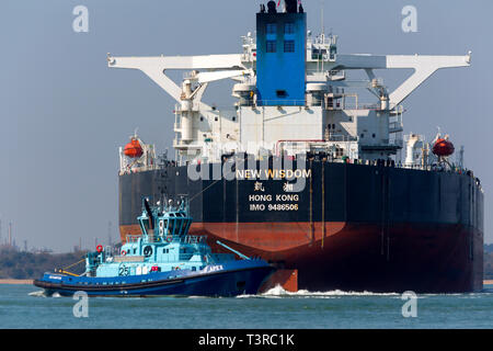 New Wisdom,registered,Chemical,Southampton,services,port,towing,Tanker,Oil,Refinery,Fawley,The Solent,fossil,global,change,Voith tractor tug,Apex, - Stock Photo