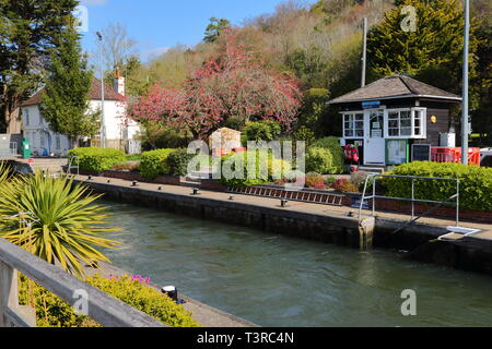 Marsh Lock with the Lockkeeper's house in Henley-on-Thames, UK - Stock Photo