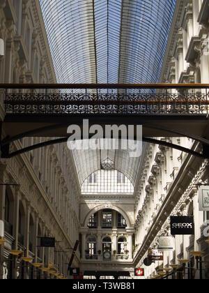 Die Passage in Den Haag ist heute das einzige niederländische Beispiel dieser Art von überdachter Einkaufsstraße, wie sie in der zweiten Hälfte des 19 - Stock Photo