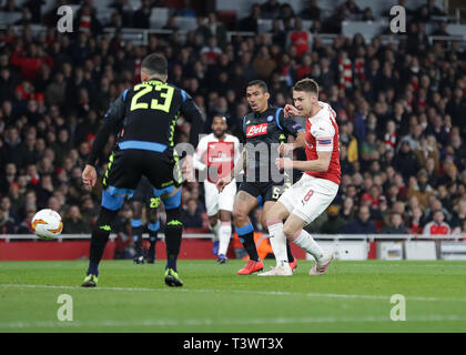 Emirates Stadium, London, UK. 11th Apr, 2019. UEFA Europa League football, quarter final, 1st leg, Arsenal versus Napoli; Aaron Ramsey of Arsenal shoots to score his sides 1st goal in the 14th minute to make it 1-0 Credit: Action Plus Sports/Alamy Live NewsEditorial use only, license required for commercial use. No use in betting, Credit: Action Plus Sports/Alamy Live NewsEditorial use only, license required for commercial use. No use in betting, Credit: Action Plus Sports/Alamy Live News - Stock Photo