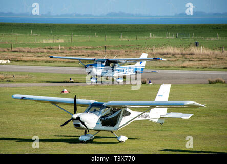 Norderney, Germany. 29th Mar, 2019. Two small planes are standing on the airfield of the island. Credit: Hauke-Christian Dittrich/dpa/Alamy Live News - Stock Photo
