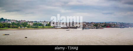 Gravesend, Kent. UK. The river Thames and the town of Gravesend. - Stock Photo