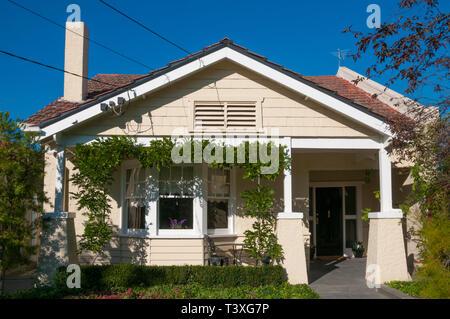 Californian Bungalow house ca. 1920 in Caulfield, Melbourne, Australia - Stock Photo