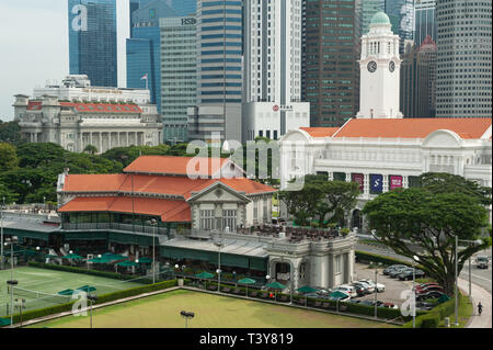 20.12.2018, Singapore, Republic of Singapore, Asia - View of the Victoria Theatre, the Singapore Cricket Club and the central business district. - Stock Photo