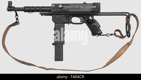 ARMES A FEU, PM MA Tulle Mle (MAT) 1949, calibre 9 x 19, no. d'ordre de fabr. B78486, crosse rétractable, couloir de chargeur pivotant, arme fabriquée par la manufacture de Tulle, à l'état proche du neuf, finition phosphatée, marquage du modèle, plaquettes plastique noir, avec sa bretelle et son chargeur de 32 cartouches. Pistolet-mitrailleur concu, adopté, et fabriqué en grande série par l'armée francaise à l'issue de la Seconde Guerre mondiale. Utilisée intensément au cours des guerres de décolonisation, la MAT 49 était très appréciée en raison de sa fiabilité et de son c, Editorial-Use-Only - Stock Photo