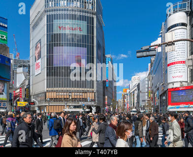 Shibuya Crossing, a scramble or diagonal pedestrian intersection in Hachiko Square, one of the busiest in the world, Shibuya, Tokyo, Japan - Stock Photo