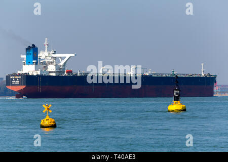 New Wisdom,registered,Chemical,Southampton,services,port,towing,Tanker,Oil,Refinery,Fawley,The - Stock Photo