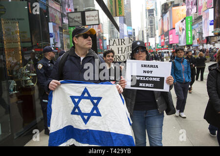 Pro Israel Trump supporters demonstrate outside a pro-Palestinian rally. Muslims rally and march in New York CIty after the New Zealand massacre and for the Palestinians in Gaza as well as against Islamophobia in general. - Stock Photo