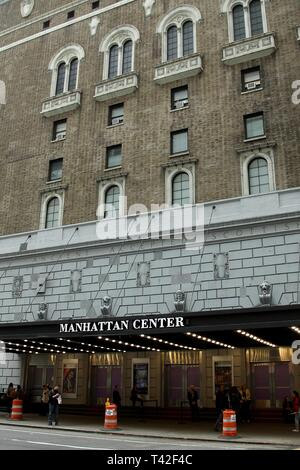 New York, NY, USA. 12th Apr, 2019. Atmosphere, exterior at arrivals for Exploring the Arts 20th Anniversary Gala, Hammerstein Ballroom, New York, NY April 12, 2019. Credit: Steve Mack/Everett Collection/Alamy Live News - Stock Photo