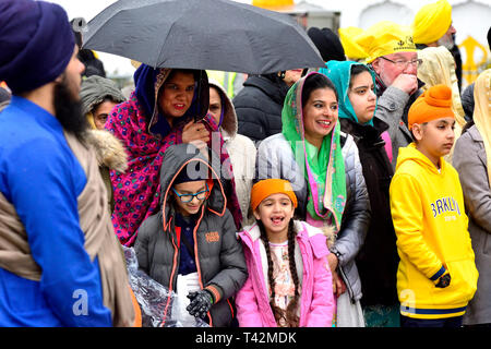 Gravesend, Kent, UK. 13th April. Vaisakhi (or Baisakhi / Vaishakhi / Vasakhi) annual Sikh festival celebrating the Punjabi New Year. Gravesend has a large Sikh community dating back to the 1950s. Before the procession at the Guru Nanak Temple Credit: PjrFoto/Alamy Live News - Stock Photo
