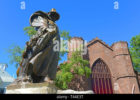 Roger Conant statue in front of Salem Witch Museum in Historic downtown Salem, Massachusetts, USA. - Stock Photo