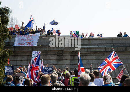 London, UK. 29th March, 2019. Pro-EU activists contest the final leg of the March to Leave on the day on which the UK was originally to have left the  - Stock Photo
