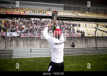 Shanghai, China. 14th Apr, 2019. Motorsports: FIA Formula One World Championship 2019, Grand Prix of China, #44 Lewis Hamilton (GBR, Mercedes AMG Petronas Motorsport), 14.04.2019. | usage worldwide Credit: dpa/Alamy Live News - Stock Photo