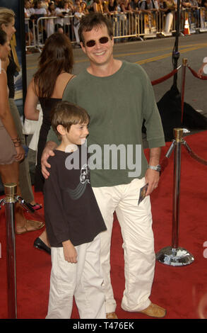 LOS ANGELES, CA. July 21, 2003: Actor BILL PAXTON & son at the world premiere of Lara Croft Tomb Raider: The Cradle of Life, at Grauman's Chinese Theatre, Hollywood. - Stock Photo