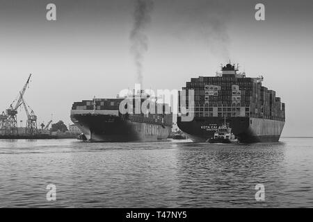 The Departing Container Ship KOTA CAHAYA, Passing Close To The Arriving YM UNANIMITY In The Busy Los Angeles Main Channel At The Port Of Los Angeles. - Stock Photo