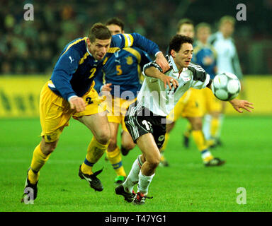 Westfalenstadion Dortmund Germany 14.11.2001, Football qualifier for the FIFA World Cup 2002, Germany (white) vs Ukraine (blue) --- Oleg LUSCHNY (UKR),  Oliver NEUVILLE (GER) - Stock Photo