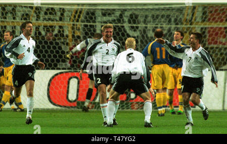 Westfalenstadion Dortmund Germany 14.11.2001, Football qualifier for the FIFA World Cup 2002, Germany (white) vs Ukraine (blue) --- German players celebrate after goal by Rhemer (2) - Stock Photo