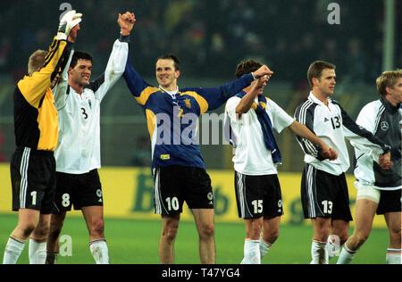 Westfalenstadion Dortmund Germany 14.11.2001, Football qualifier for the FIFA World Cup 2002, Germany (white) vs Ukraine (blue) --- German players celebrate - Stock Photo