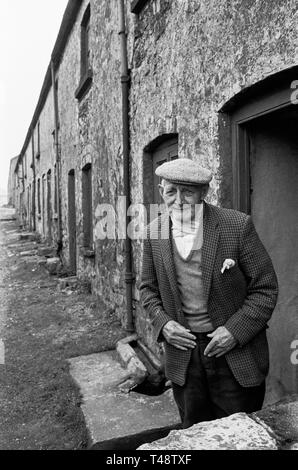 Mr Parfitt, aged 84, last resident with his wife of old ironworkers' cottages in Stack Square, Blaenavon, South Wales, 1972. - Stock Photo