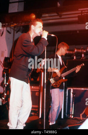 CURIOSITY KILLED THE CAT British pop band about about 1988 with lead singer Ben Volpeliere - Stock Photo