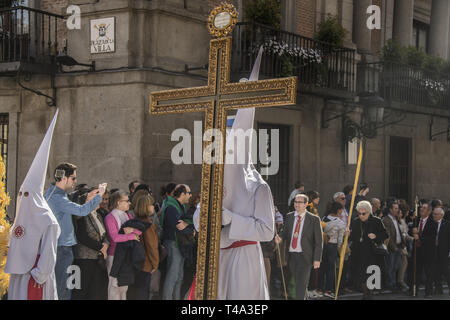 Madrid, Madrid, Spain. 14th Apr, 2019. Penitents dressed in black seen during the procession of Palm Sunday.The Organization for the Sacramental Brotherhood and Brotherhood of Nazarenes of the Most Holy Christ of Faith and Forgiveness, Mary Most Holy Immaculate Mother of the Church and Archangel Michael. Credit: Alberto Sibaja/SOPA Images/ZUMA Wire/Alamy Live News - Stock Photo