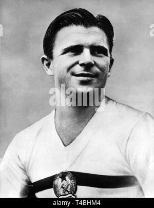 Hungarian international soccer player and goalgetter Ferenc Puskas in September 1955. Ferenc Puskas is the super goalgetter of the 20th century. In the years from 1943 to 1966 the soccer world star with Hungarian and Spanish citizenship (he was a forward at Real Madrid) scored 512 goals in 528 premiere league matches in Hungary and Spain. Puskas was topscorer four times in Hungary, as well as in Spain. In 88 A-international matches he scored 83 goals. This was found out by the Internationale Foerderation fuer Fußball-Geschichte und - Statistik (IFFHS) (International Federation for Soccer Histo - Stock Photo