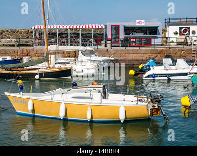 Sailing and motor boats in North Berwick harbour with Lobster Shack takeaway, East Lothian, Scotland, UK - Stock Photo