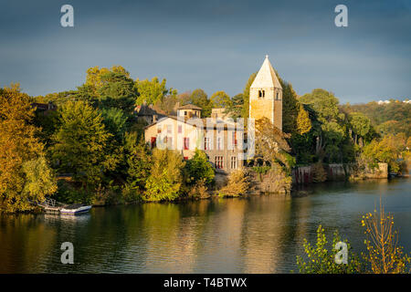 Autumn in the 9th arrondissement of Lyon: the green island Ile Barbe in the Saone - Stock Photo
